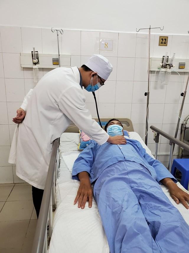 Hiện tại, bệnh nhân tỉnh táo, sinh hiệu ổn định, đang được các bác sĩ theo dõi điều trị.