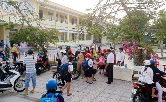 Học sinh trở lại trường sau thời gian nghỉ Tết Nguyên Đán và phòng, chống dịch bệnh Covid-19.