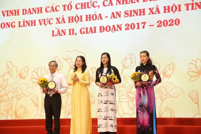 Có hơn 330 tập thể cá nhân được vinh danh tại buổi lễ.