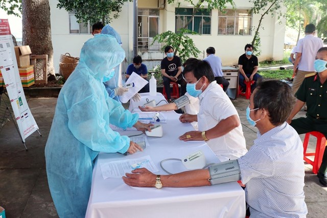 Lực lượng y tế thành phố Thuận An đang nỗ lực nhằm không để dịch lây lan trên diện rộng.