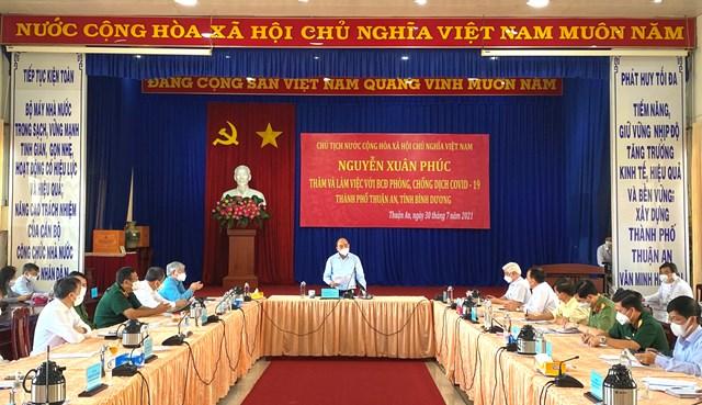 Chủ tịch nước Nguyễn Xuân Phúc phát biểu tại buổi làm việc với lãnh đạo thành phố Thuận An.