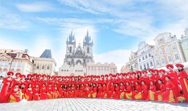 Quỹ Nhân ái Áo dài Phu nhân Châu Âu được thành lập vào tháng 1 năm 2019 tại thành phố Dresden, Cộng hoà Liên Bang Đức (ảnh Hoàng Trường).