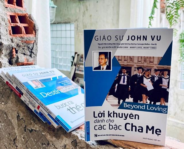 """Cuốn sách """"Lời khuyên dành cho các bậc cha mẹ"""" của Giáo sư Việt kiều John Vu."""