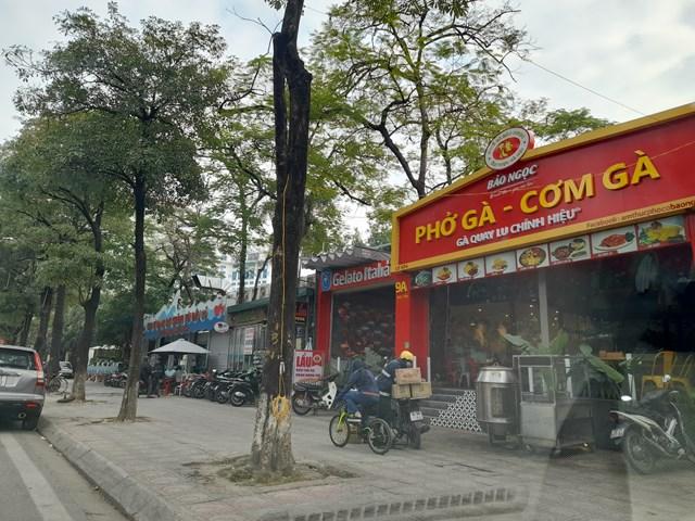 """Nhà hàng Gà Bảo Ngọc """"mọc"""" không phép trên đất Vườn thú Hà Nội, cũng hoành tráng không kém."""