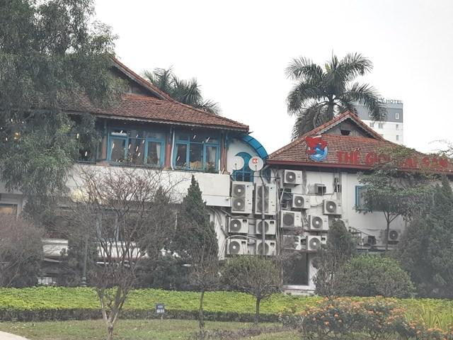 """Nhà hàng Thế giới Hải sản """"khủng"""" tồn tại không phép trên đất Vườn thú Hà Nội."""