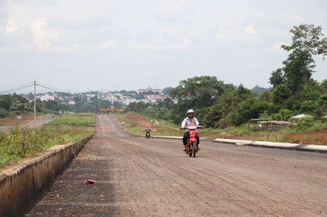 Dự án đường Đông - Tây đang xây dựng tại TP. Buôn Ma Thuột.
