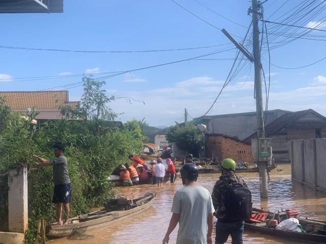 Hàng chục ngôi nhà tại huyện Krông Ana ngập trong biển nước.