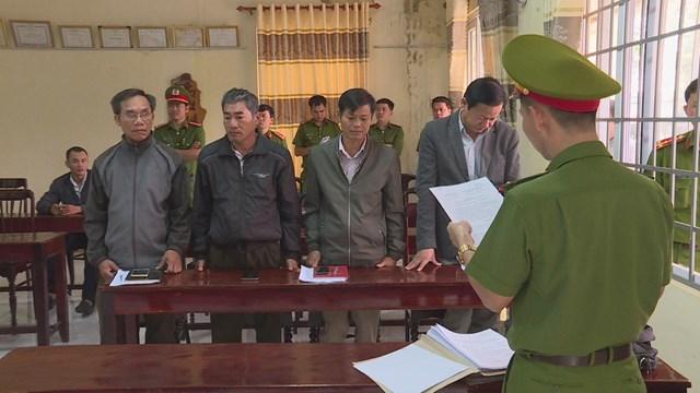 Một số cán bộ bị cơ quan công an bắt giữ.