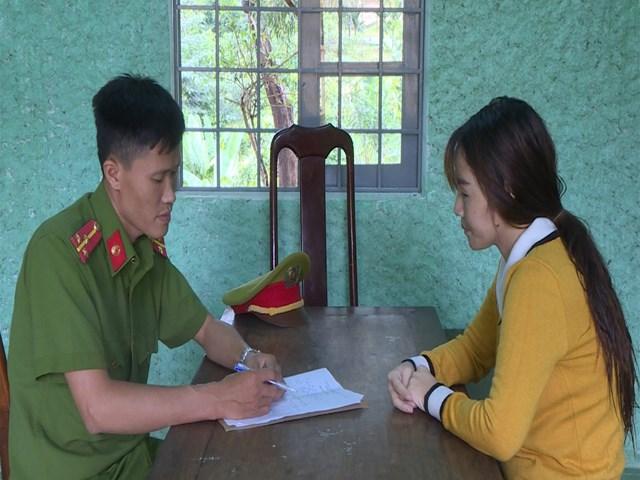 Đối tượng Trịnh Thị Hiếu tại cơ quan CSĐT.