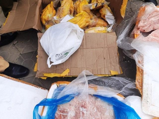 Hơn 5 tấn thực phẩm không rõ nguồn gốc xuất xứ.