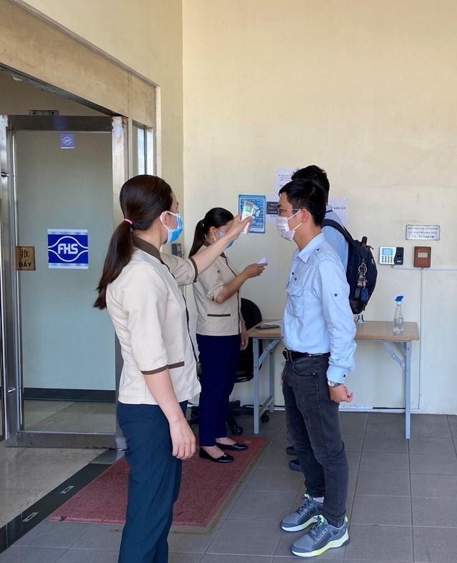 Nhân viên Formosa Hà Tĩnh thực hiện nghiêm ngặt quy định về các biện pháp phòng, chống dịch Covid-19.