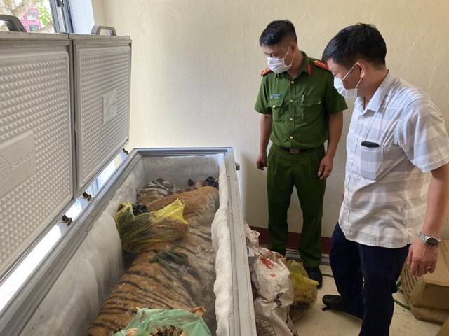 Cảnh sát phát hiện nguyên một con hổ và nhiều xươngđộng vật trong tủđông nhàđối tượng Nguyễn Văn Chung.