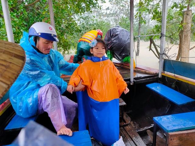 Huyện Can Lộc di dời 300 người dân đến nơi an toàn.