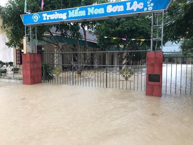 Ngập sâu ở xã Sơn Lộc (huyện Can Lộc).