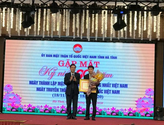 Ông Hoàng Anh Đức, Phó Chủ tịch Ủy ban MTTQ tỉnh Hà Tĩnh được tặng Bằng khen của Thủ tướng Chính phủ.