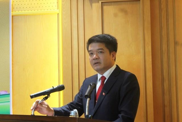Tân Chủ tịch Ủy ban MTTQ tỉnh Hà Tĩnh Trần Nhật Tân phát biểu nhận nhiệm vụ.