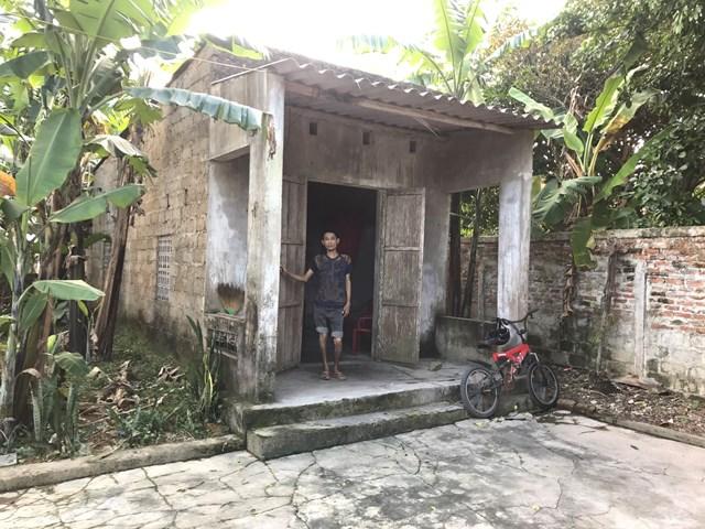 Ngôi nhà tềnh toàng nơi anh Hoàng Văn Tuấn ở.