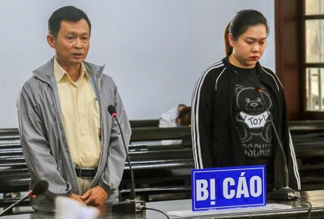Bị cáo Nguyễn Quốc Trâm và Nguyễn Thụy Phương Thảo tại tòa.