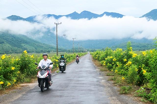 tuyến đường sáng - xanh - sạch - đẹp tại thôn Trung, xã Diên Điền (huyện Diên Khánh).