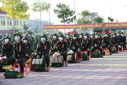 Quang cảnh buổi lễ giao nhận quân tại TP. Phan Thiết (Bình Thuận).