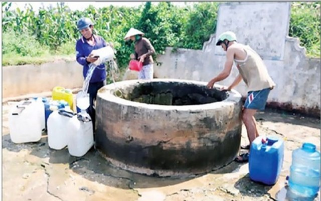 Người dân huyện Đồng Xuân thiếu nước sinh hoạt.