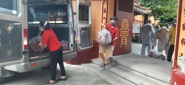 Cơ sở tôn giáo trên địa bàn huyện Lâm Hà (Lâm Đồng) quyên góp rau củ quả ủng hộ người dân vùng dịch.