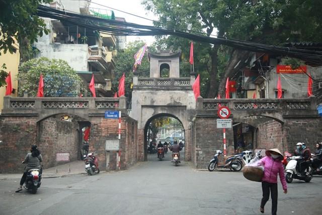 Đường phố Hà Nội thay áo mới chào mừng Đại hội toàn quốc lần thứ XIII của Đảng - Ảnh 10