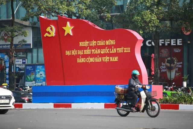 Đến thời điểm 20/01/2020 công táctrang trí cờ hoa, biểu ngữ trên các tuyến đường phố của Thủ đô cơ bản được hoàn tất đểchào mừng Đại hội Đảng lần thứ XIII.