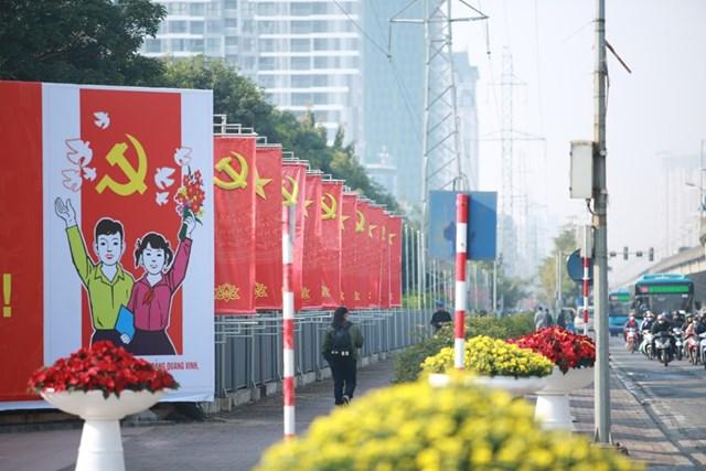 Đường phố Hà Nội thay áo mới chào mừng Đại hội toàn quốc lần thứ XIII của Đảng - Ảnh 3