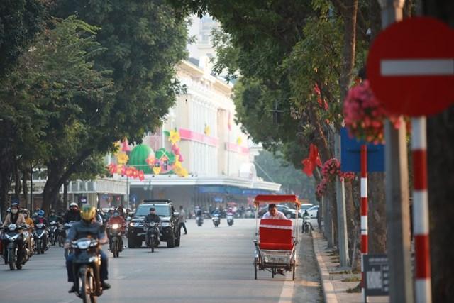 Đường phố Hà Nội thay áo mới chào mừng Đại hội toàn quốc lần thứ XIII của Đảng - Ảnh 9