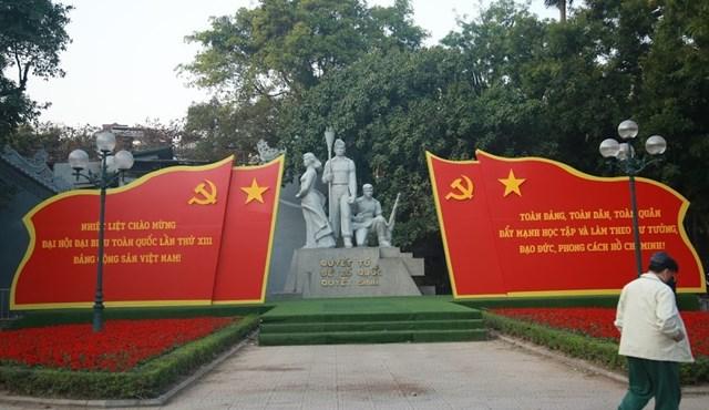 Đường phố Hà Nội thay áo mới chào mừng Đại hội toàn quốc lần thứ XIII của Đảng - Ảnh 7
