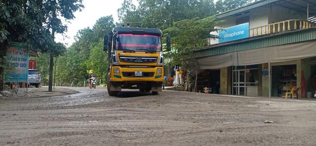 Hòa Bình: Người dân khổ sở đủ đường vì dự án cải tạo đường tỉnh lộ 438 - Ảnh 2