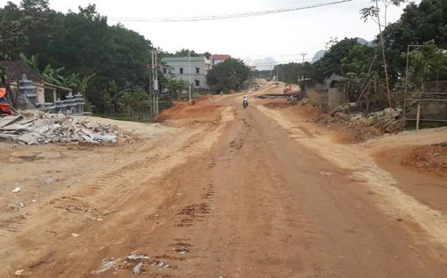 Hòa Bình: Người dân khổ sở đủ đường vì dự án cải tạo đường tỉnh lộ 438