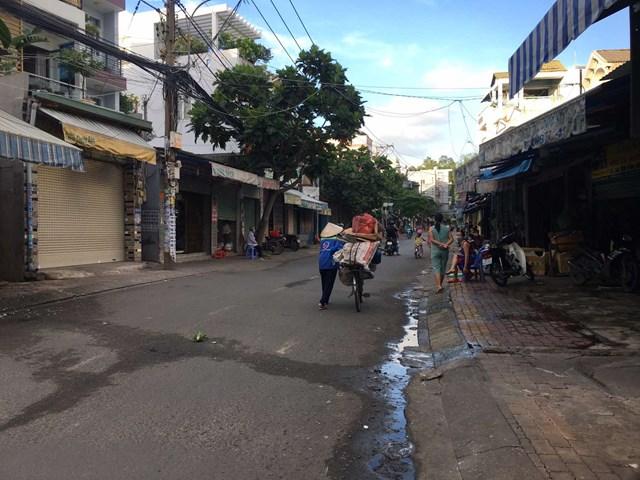 Chợ tự phát trên đường 339, TP Thủ Đức đã dừng hoạt động, ảnh chụp sáng ngày 22/6. Ảnh: Trung Lĩnh.