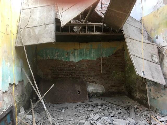 Nơi ở cũ của gia đình anh Lương Thanh Hà vừa được dỡ bỏ để xây lại.
