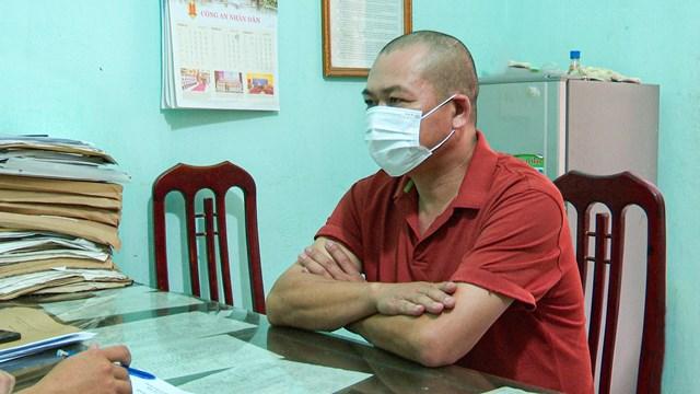 Tài xế Trần Đình Quảng tại cơ quan công an.