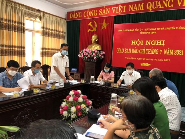 Giám đốc Sở Lao động - Thương binh và Xã hội tỉnh Nam Định Hoàng Đức Trọng thông tin về việc triển khai thực hiện gói hỗ trợ ở địa phương