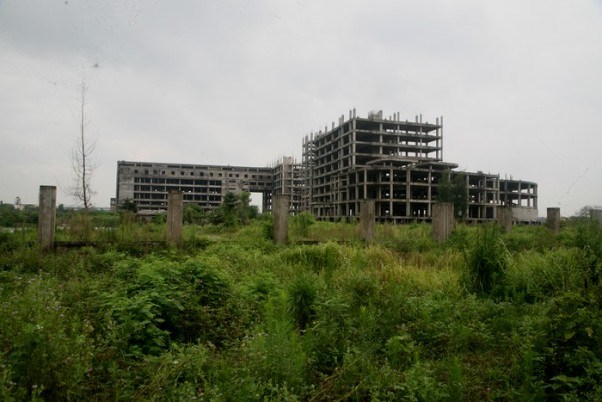 Công trình bệnh viện 700 giường bị đình trệ, bỏ hoang ở Nam Định 14 năm qua.