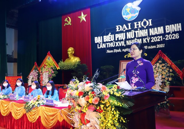 Chủ tịch Hội Liên hiệp Phụ nữ Việt Nam Hà Thị Nga phát biểu tại Đại hội.