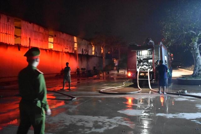 Cảnh sát PCCC Thái Bình huy động lực lượng, phương tiện dập cháy