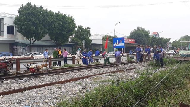 Khôi phục đoạn đường ray bị hư hỏng.