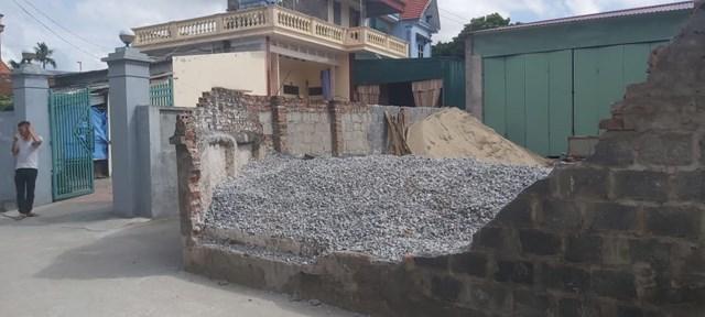 Hiện trường bức tường bị đổ đè chết em Huyền sau khi được thu dọn