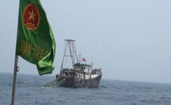 Tàu đánh cá Trung Quốc xâm phạm chủ quyền vùng biển Việt Nam, bị BĐBP tỉnh Thái Bình xua đuổi. Ảnh: BĐBP tỉnh Thái Bình.