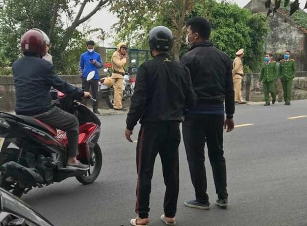 Cảnh sát phong tỏa khu vực xảy ra án mạng