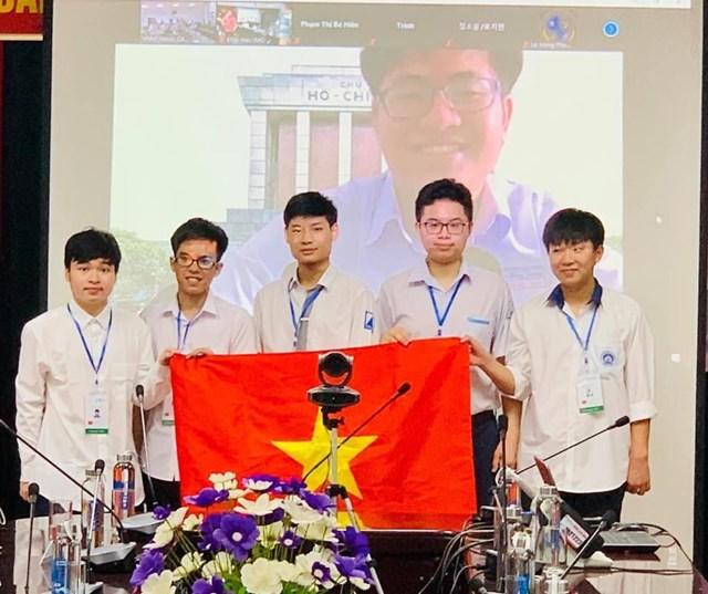 Đoàn học sinh Việt Nam dự Olympic Toán quốc tế 2021.