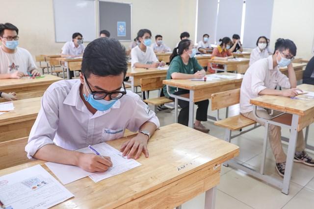 Thí sinh dự thi tốt nghiệp THPT đợt 1 năm 2021 (ảnh Phạm Quang Vinh).
