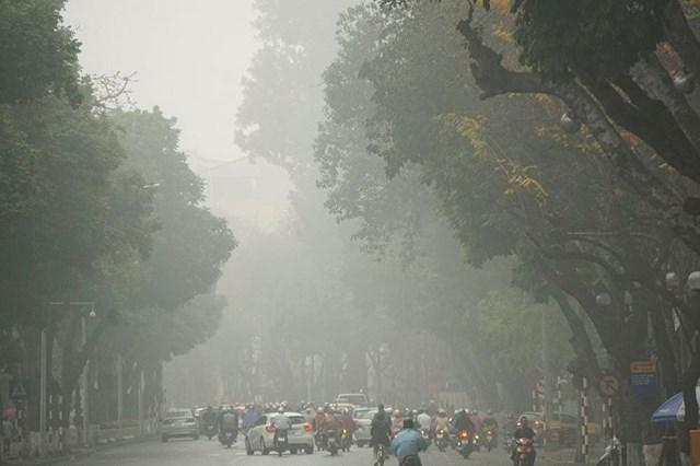 Chất lượng không khí ở Hà Nội luôn được báo động ở mức xấu.