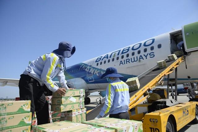Bamboo Airways vận chuyển hàng cứu trợ tới miền Trung.