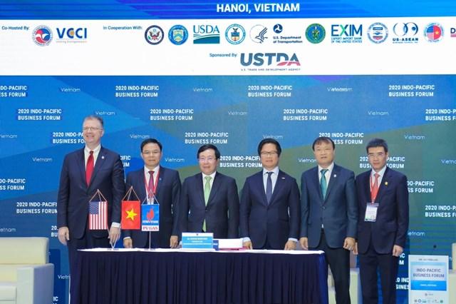 Lãnh đạo Chính phủ, Bộ Ngoại giao Hoa Kỳ, Bộ Công Thương, Petrovietnam, PV GAS chụp ảnh lưu niệm tại Lễ ký.
