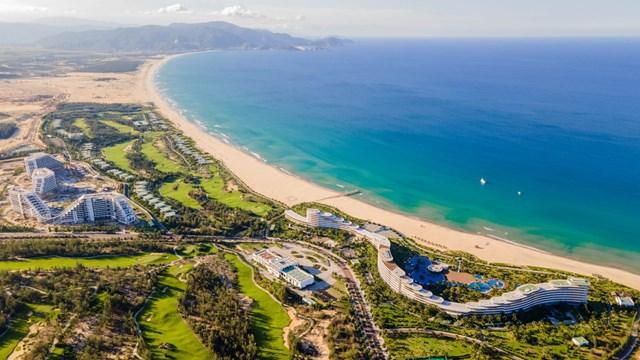 FLC Grand Hotel Quy Nhon mang tới trải nghiệm thư thái, êm đềm của một khu nghỉ dưỡng ven biển đúng nghĩa.
